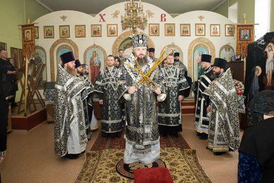 Митрополит Серафим совершил Литургию Преждеосвященных Даров в храме во имя Петра и Февронии Муромских в Пензе