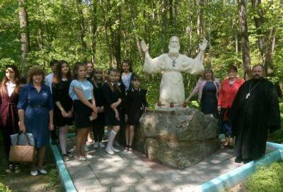 Священник принял участие в организованной для чаадаевских учащихся экскурсии