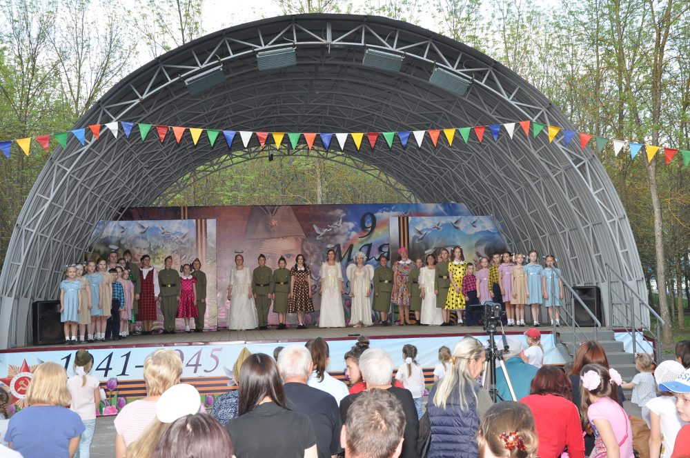 В День Победы Семейный Православный театр представил жителям города военно-патриотический спектакль