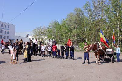 Священник благословил участников фестиваля военного искусства казаков «Казарла-2019»