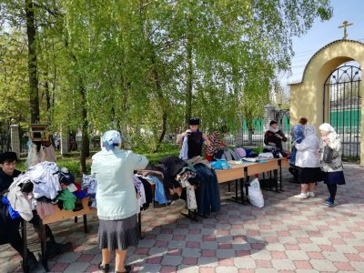 В Покровском архиерейском соборе продолжается благотворительная акция по раздаче вещей нуждающимся