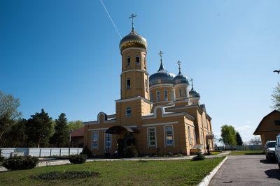 В Светлую субботу митрополит Серафим совершил Литургию в Нижнеломовском Успенском женском монастыре