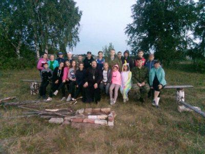 Священник посетил палаточный детский лагерь в Городищенском благочинии