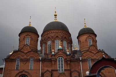 В канун вторника Страстной седмицы митрополит Серафим совершил уставное богослужение в Успенском кафедральном соборе