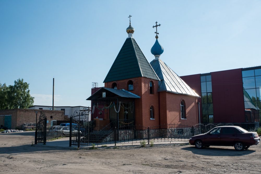 В престольный праздник митрополит Серафим совершил Литургию в храме Всех Святых на Восточном городском кладбище
