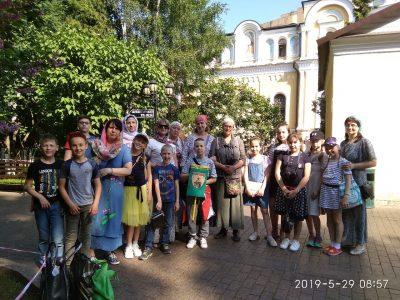 Воспитанники воскресной школы Архиерейского подворья Спасского собора совершили паломничество в Москву и Сергиев Посад