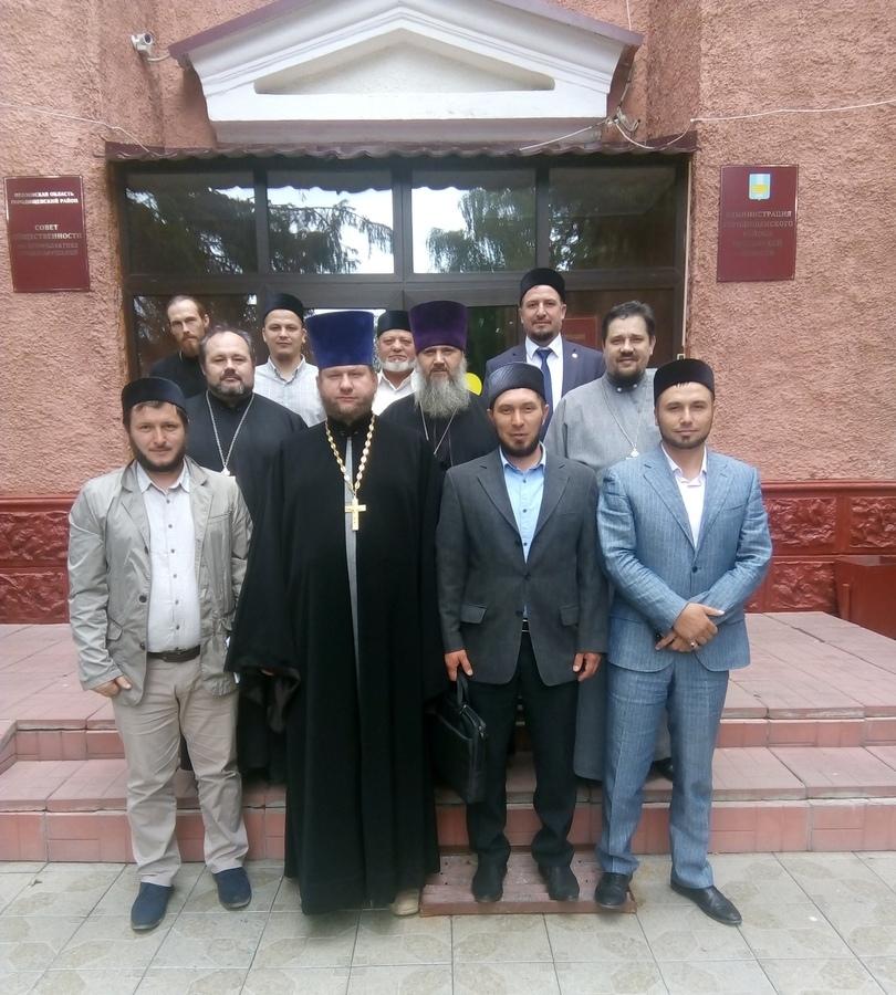 Священнослужители Городищенского благочиния приняли участие в заседании Совета по вопросам межэтнических и межконфессиональных отношений