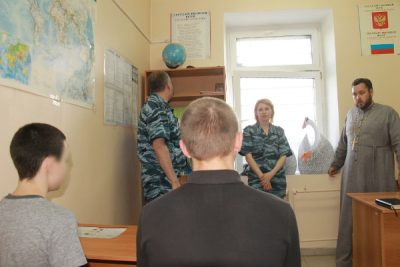Протоиерей Антоний Шварев рассказал несовершеннолетним подозреваемым об отношении религии к наркотикам