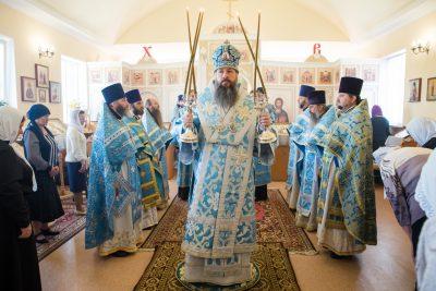 В престольный праздник митрополит Серафим совершил Божественную литургию в храме Владимирской иконы Божией Матери села Лебедевка