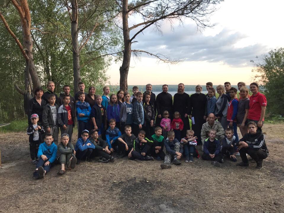 Священнослужители посетили тренировочный палаточный лагерь Федерации ушу