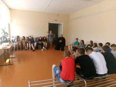 В селе Дигилевка состоялась встреча священнослужителя с подростками