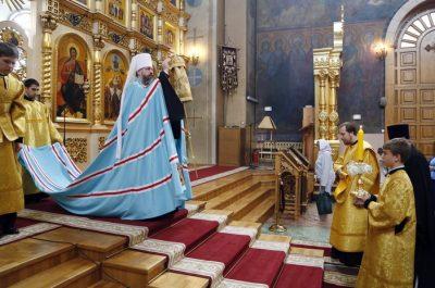 Митрополит Серафим совершил крестный ход и закладку мемориального комплекса «Кузнецкая Голгофа» в Кузнецке