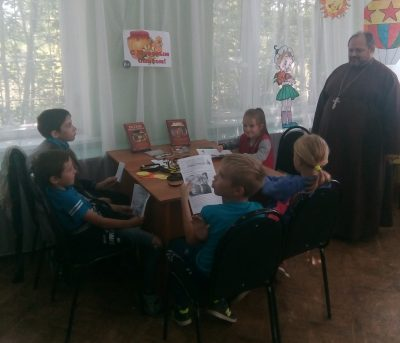 В селе Дигилевка состоялась встреча священнослужителя с детьми