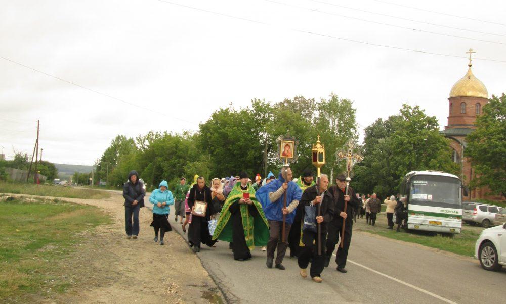 Крестный ход из села Оленевка до мощей священноисповедника Иоанна Оленевского в Соловцовке