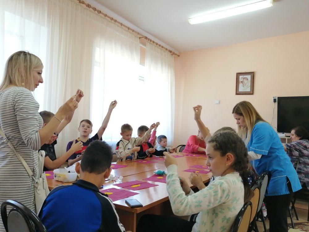 Прихожане храма Петра и Февронии собрали новую партию обуви для детского приюта в Кичкилейке
