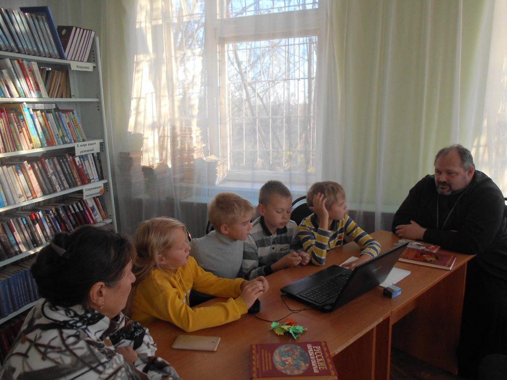 В библиотечно-досуговом центре села Дигилевка состоялось праздничное мероприятие «Батюшка — Покров!»