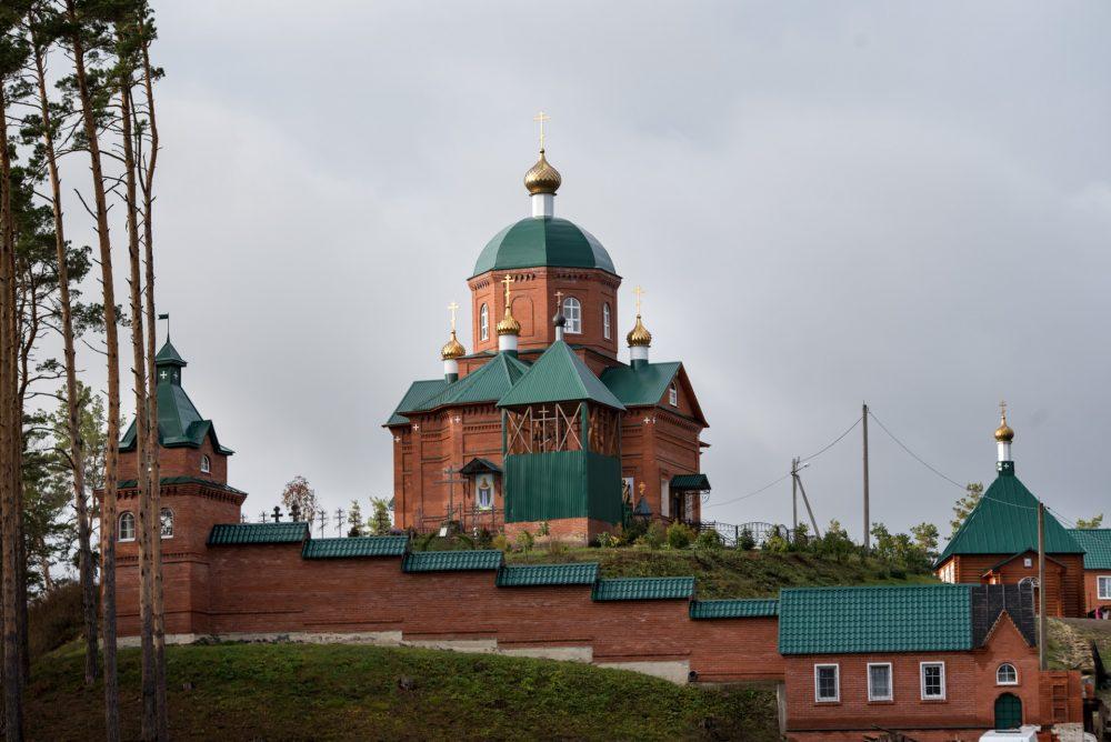 В престольный праздник митрополит Серафим возглавил Литургию в Шиханском Покровском женском монастыре