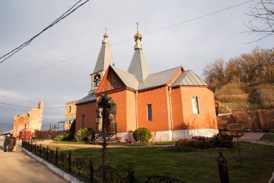В престольный праздник митрополит Серафим совершил Литургию в Казанско-Богородицком мужском монастыре