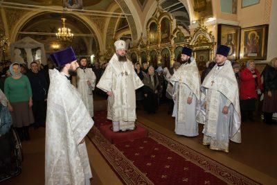 В Димитриевскую родительскую субботу митрополит Серафим совершил Литургию в Митрофановском храме Пензы