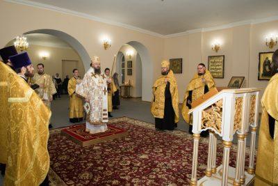 В канун Недели 20-й по Пятидесятнице митрополит Серафим совершил всенощное бдение в Воскресенском храме при епархиальном управлении