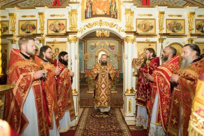 В престольный праздник митрополит Серафим совершил Литургию в Димитриевском храме города Каменки