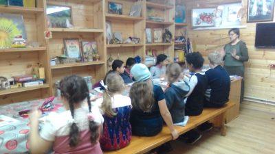 В воскресной школе Покровского храма состоялся мастер-класс по изготовлению сувениров для благотворительной ярмарки