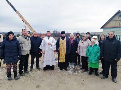 Протоиерей Антоний Шварев совершил заупокойную панихиду около строящегося храма Живоначальной Троицы в селе Камайка