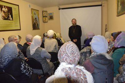 Начались занятия воскресной школы для взрослых при храме преподобного Серафима Саровского