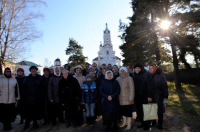 Прихожане храма преподобного Серафима Саровского совершили паломничество в Троице-Сканов монастырь в Наровчате