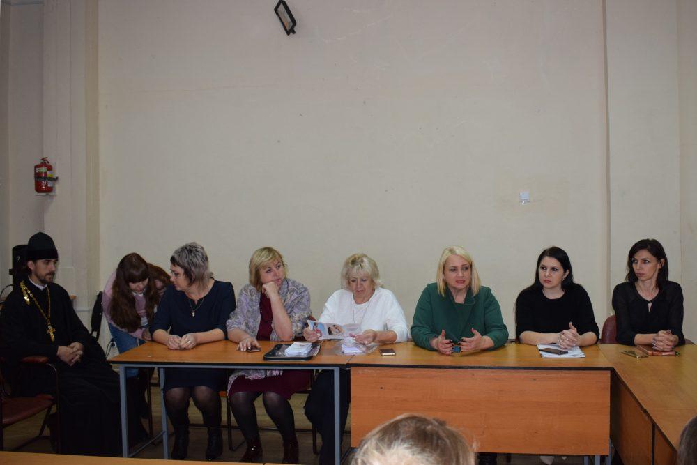 Священнослужители приняли участие в совещании по вопросам демографии в Бессоновском районе