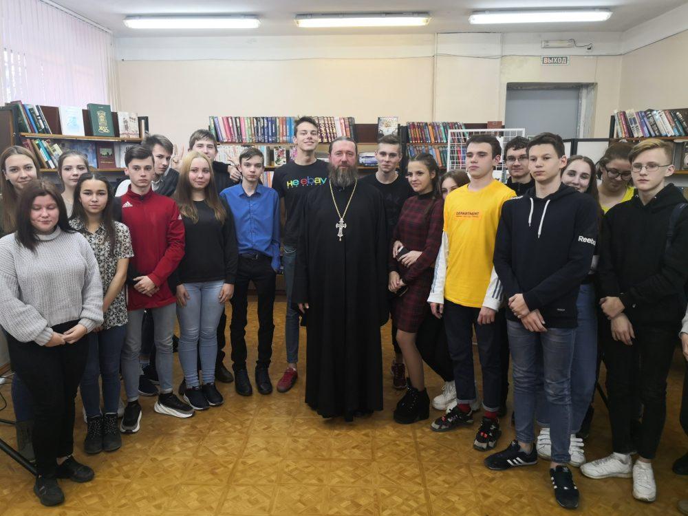 Священнослужитель встретился с учащимися  первого курса Технологического колледжа ПГТУ