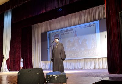 Священник поздравил жителей Нижнего Ломова с Днем народного единства