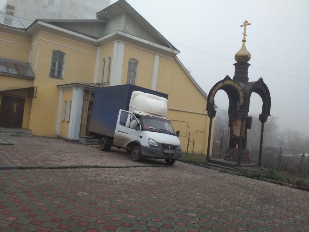 В Покровском архиерейском соборе продолжается благотворительная акция по сбору вещей нуждающимся