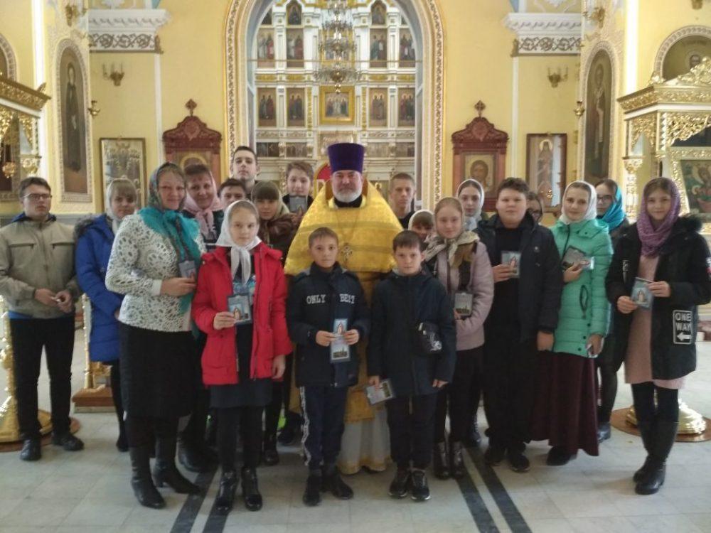 Покровский архиерейский собор посетили паломники из Ульяновской области