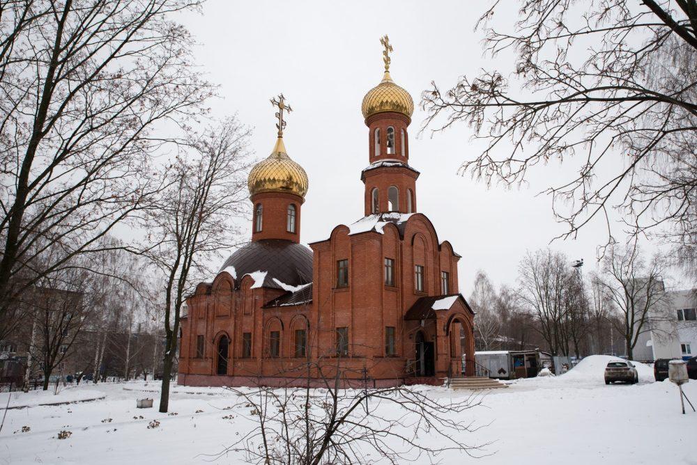 В день престольного праздника митрополит Серафим совершил Литургию в храме благоверного князя Александра Невского в Каменке
