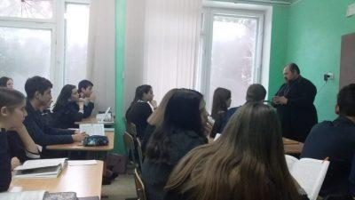 Священнослужители посетили с пастырским визитом среднюю общеобразовательную школу в п. Чаадаевка