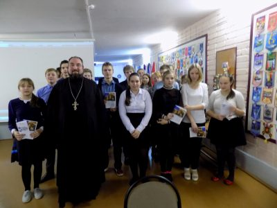 Священник рассказал старшеклассникам о празднике Введения во храм Пресвятой Богородицы и Рождественском посте