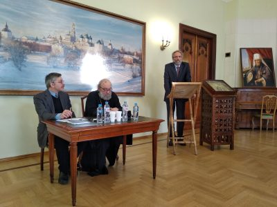 На Троицком подворье в Москве прошла презентация книги Евгения Белохвостикова «Тебе Единому жить»