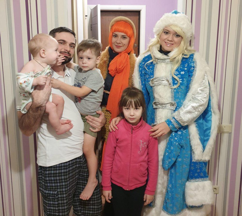 Артисты Семейного православного театра доставили юным пензенцам приглашения на Епархиальную елку