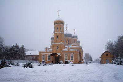 В Неделю пред Богоявлением митрополит Серафим совершил Литургию в Успенском женском монастыре г. Нижний Ломов
