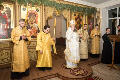 В канун Недели 30-й по Пятидесятнице митрополит Серафим совершил всенощное бдение в храме святителя Иннокентия Иркутского при семинарии