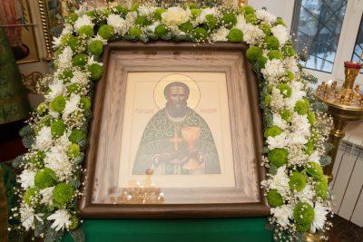 В день престольного праздника митрополит Серафим совершил Литургию в храме святого Иоанна Кронштадтского