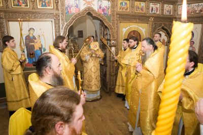 В день памяти святителя Петра, митрополита Московского, митрополит Серафим совершил Литургию в Спасо-Преображенском мужском монастыре