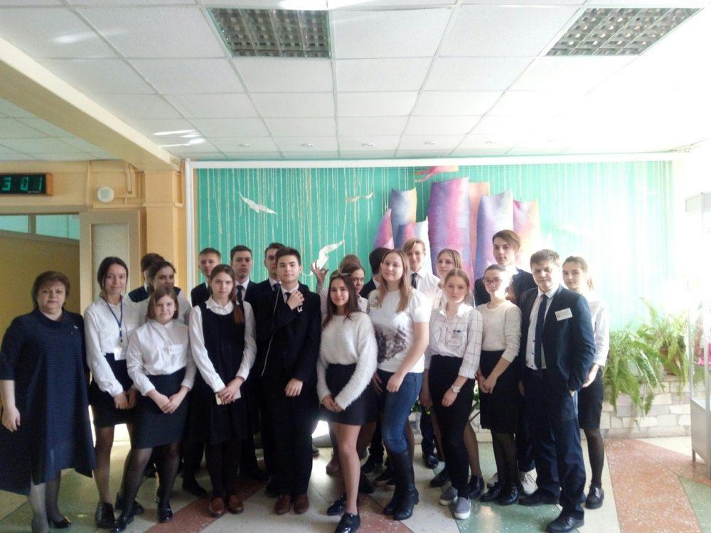 Участники молодежного общества при Покровском архиерейском соборе рассказали школьникам о блокадном Ленинграде