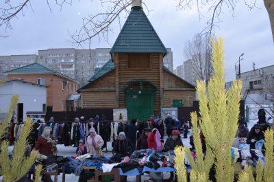 На площади перед храмом Серафима Саровского прошла благотворительная ярмарка