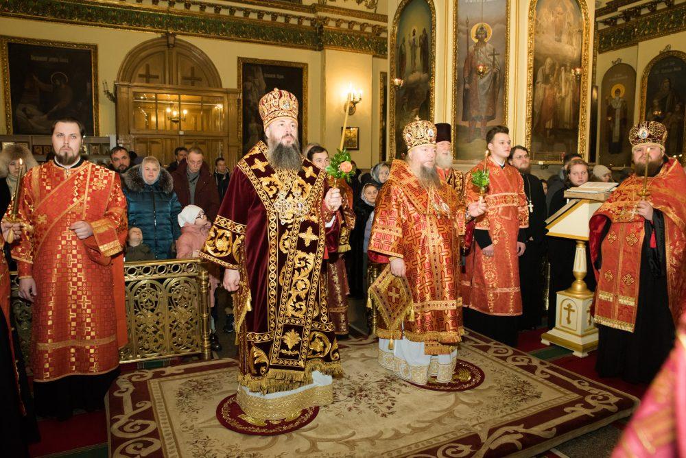 В канун Собора новомучеников и исповедников Церкви Русской митрополит Серафим и епископ Митрофан совершили всенощное бдение в Успенском кафедральном соборе