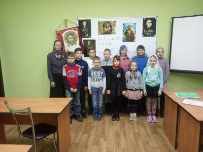 В Духовно-просветительском центре при Казанско-Богородицком мужском монастыре детям рассказали о героях-защитниках Отечества