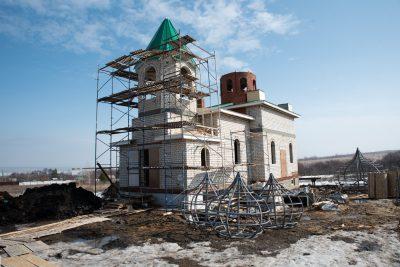 Митрополит Серафим освятил колокола для строящегося храма Святой Живоначальной Троицы в деревне Камайка