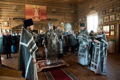 Митрополит Серафим совершил Литургию Преждеосвященных Даров в храме во имя Владимирской иконы Божией Матери в Пензе