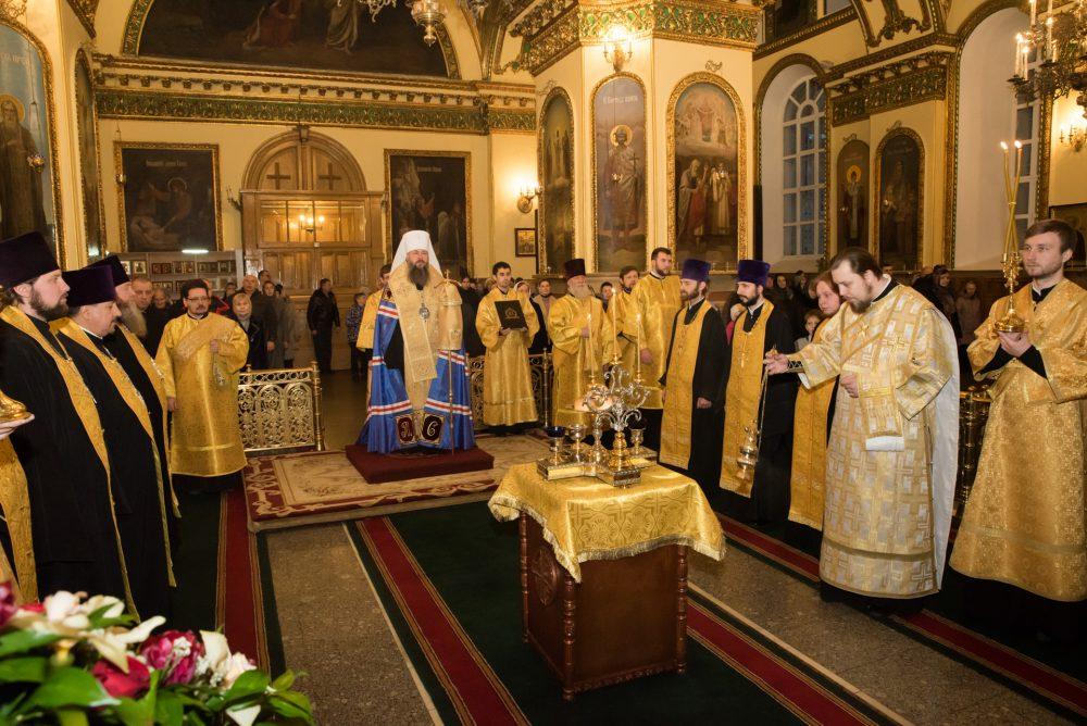 Накануне Недели Торжества Православия митрополит Серафим совершил всенощное бдение в Успенском кафедральном соборе